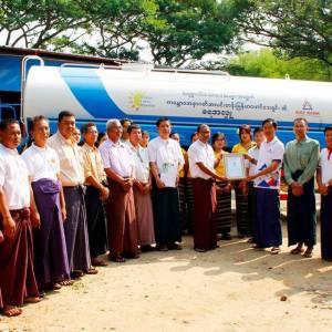 ကမ္ဘောဇအနာဂတ်အလင်းတန်းမြန်မာဖောင်ဒေးရှင်းမှ တံတားဦးမြို့၊ စေတနာရှင်လူမှုကူညီရေးအသင်းသို့ ရေသယ်ယာဉ်အသစ်တစ်စီး ပေးအပ်လှူဒါန်း။