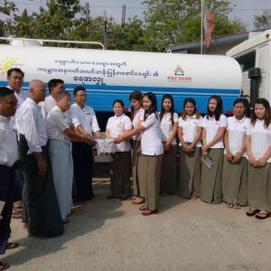 ကမ္ဘောဇအနာဂတ်အလင်းတန်းမြန်မာဖောင်ဒေးရှင်းမှ မြန်အောင်မြို့၊ ပါရမီလူမှုကူညီရေးအသင်းသို့ ရေသယ်ယာဉ်အသစ်တစ်စီး ပေးအပ်လှူဒါန်း။