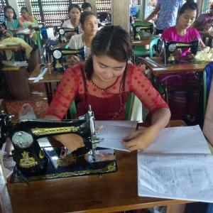 အနာဂတ်အလင်းတန်းမြန်မာဖောင်ဒေးရှင်း၊ အသေးစား ငွေရေးကြေးရေးလုပ်ငန်း၏ အခမဲ့ စက်ချုပ်သင်တန်း ဖွင့်လှစ်။